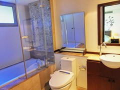 Condominium for sale Northshore Pattaya showing the bathroom