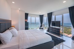Condominium for sale Pratumnak Pattaya showing the master bedroom with sea-view