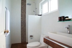 House For Sale Huay Yai showing the second bathroom