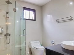House for Sale East Pattaya showing the second bathroom