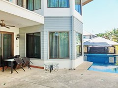 House for rent East Pattaya showing the house, covered terrace and pool