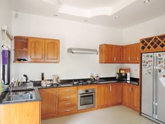House for rent East Pattaya showing the kitchen
