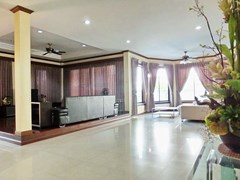 House for rent East Pattaya showing the 2 distinct living areas