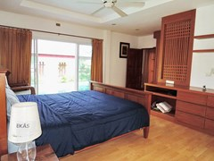 House for rent East Pattaya showing the master bedroom poolside