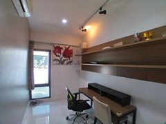 House for rent East Pattaya showing the office