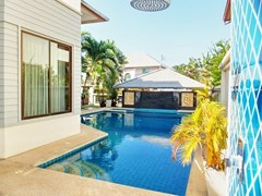 House for rent East Pattaya showing the pool and poolside shower