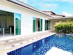 House for rent East Pattaya showing the pool, terrace and house
