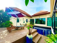 House for rent East Pattaya showing the house, terrace and pool