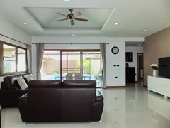 House for rent Huay Yai Pattaya showing the living room pool view