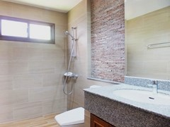 House for rent Huay Yai Pattaya showing the second bathroom