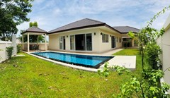 House for rent Huay Yai Pattaya showing the house, garden and pool