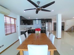 House for rent Jomtien Beach showing the dining, kitchen and guest bathroom