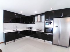 House for rent Jomtien Beach showing the kitchen