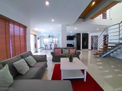 House for rent Jomtien Beach showing the living area