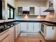 House For rent Jomtien Park Villas Pattaya showing the kitchen