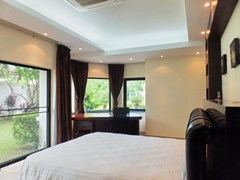 House For rent Jomtien Park Villas Pattaya showing the master bedroom with an office area