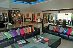 House for rent Jomtien showing the living and dining areas