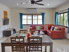 House for rent Jomtien Pattaya showing the living and dining areas