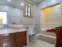 House for rent Jomtien showing the bathroom