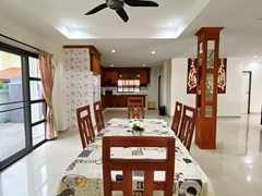 House for rent Jomtien showing the dining and kitchen areas