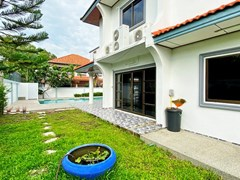 House for rent Jomtien showing the garden