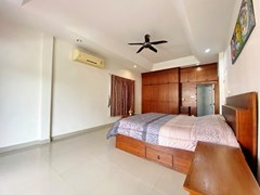 House for rent Jomtien showing the master bedroom suite