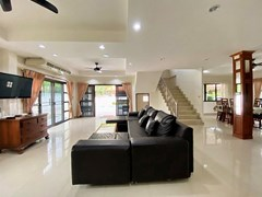 House for rent Jomtien showing the open plan living area