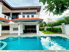 House for rent Jomtien showing the pool and covered terrace