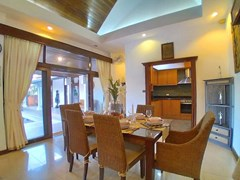 House for rent Mabprachan Pattaya showing the dining and kitchen areas