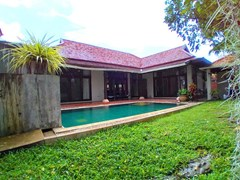 House for rent Mabprachan Pattaya showing the house, garden and pool