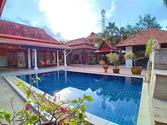 House for rent Mabprachan Pattaya showing the pool and terrace
