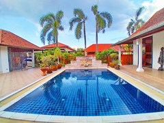House for rent Mabprachan Pattaya showing the private swimming pool
