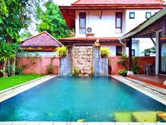 House for rent Mabprachan Pattaya showing the private pool