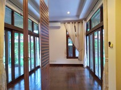 House for rent Mabprachan Pattaya showing the second bedroom with built-in wardrobes