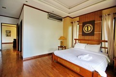 House for rent East Jomtien showing the master bedroom suite