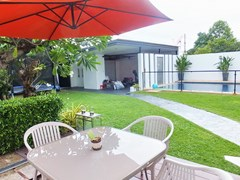 House for rent South Pattaya showing the terrace and garden