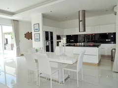 House for rent The Vineyard Pattaya showing the dining and kitchen areas
