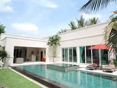 House for rent The Vineyard Pattaya showing the house and pool