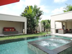 House for rent The Vineyard Pattaya showing the raised jacuzzi