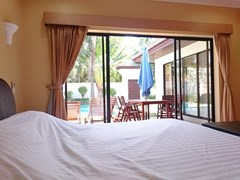 House for rent View Talay Villas Jomtien Pattaya showing the bedroom and terrace
