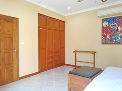 House for rent View Talay Villas Jomtien Pattaya showing the bedroom with built-in wardrobes