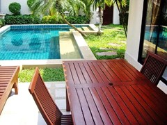 House for rent View Talay Villas Jomtien Pattaya showing the terrace and pool