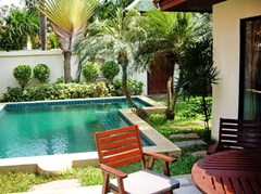 House for rent View Talay Villas Jomtien Pattaya showing the terrace, pool and garden