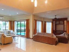 House for rent East Pattaya showing the two living areas