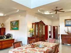 House for sale East Pattaya showing the dining area and second bathroom