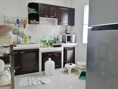 House for sale East Pattaya showing the kitchen