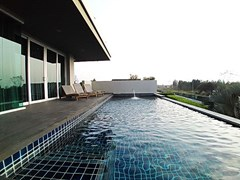 House for sale East Pattaya showing the private swimming pool