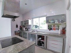 House for sale Huay Yai Pattaya showing the kitchen