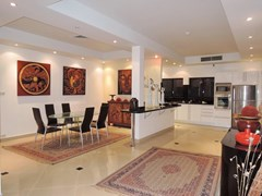 House For Sale Jomtien Park Villas Pattaya showing the dining and kitchen areas