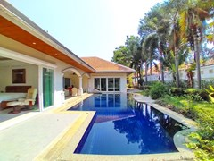 House for sale Jomtien Park Villas showing the house, garden and pool